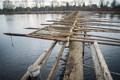 Salacgriva. Foto autor: Salacgriva jõel püütakse traditsioonilsel viisil mõrdadega silmu. Iga aasta ehitatakse uued purded kuhu sügisel pannakse mõrrad kuni siis kevadel jää purde ära viib. Mõnikord koos kõigega.