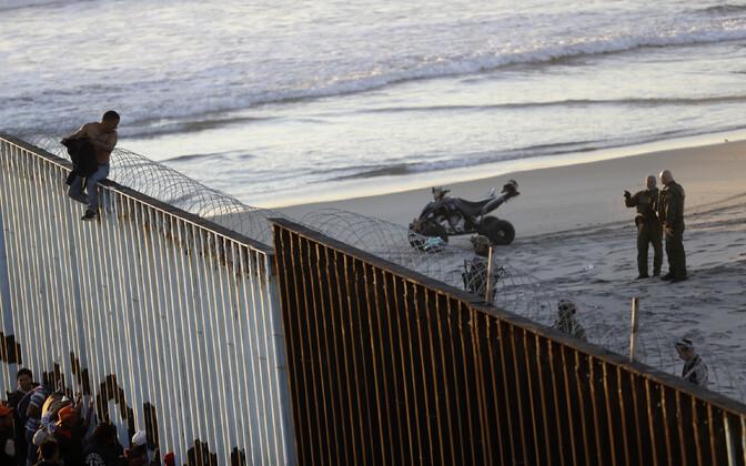 Mehhiko-USA piir Tijuana juures 14. novembril.