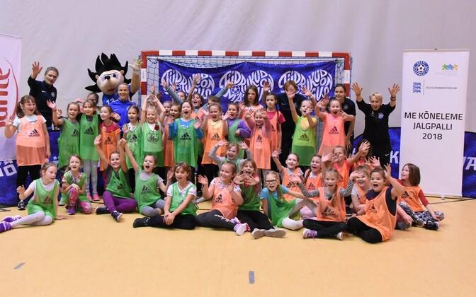 Narvas toimunud tüdrukute jalgpallifestival