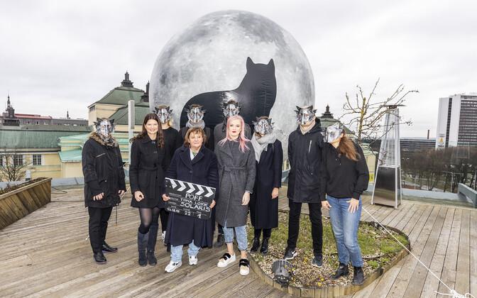 Solaris keskuse turundusjuht Kristin Lepikson (vasakult), PÖFF peakorraldaja Tiina Lokk ja Moekino programmi eestvedaja Britta Talving avasid festivali traditsioonilise filmiklapiga.