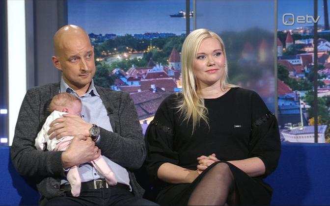 Kairi Aljas, Antti Neuvonen ja nende enneaegselt sündinud tütar Alma Nore.
