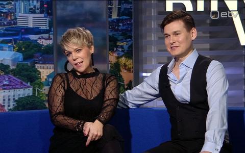 Hobitantsija Gerli Padar (vasakul) ja tantsuõpetaja Martin Parmas.