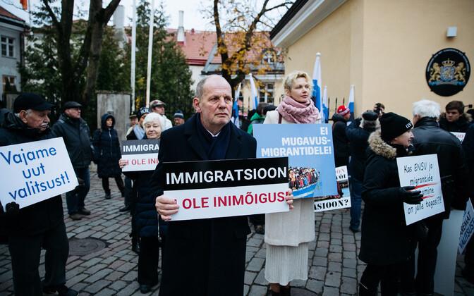 EKRE members picketing the Stenbock House in Tallinn.