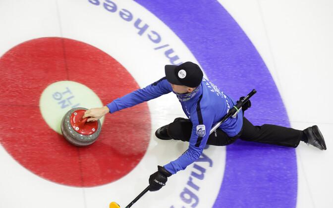 Капитан эстонской мужской сборной по кёрлингу Харри Лилль.