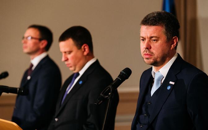 Sven Mikser, Jüri Ratas ja Urmas Reinsalu pressikonverentsil.