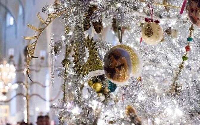 Рождественская ель в музее Нигулисте в 2017 году.