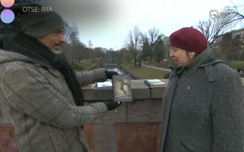 Saatejuht Owe Petersell (vasakul) ja tõlkija Ruuta Karma.