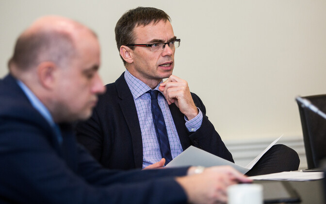 Minister of Foreign Affairs Sven Mikser (SDE) providing the Cabinet with an overview of the current state of Brexit negotiations on Thursday. 22 November 2018.