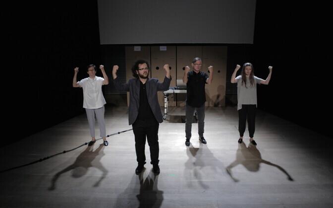 Varssavi Nowy Teatri viipekeelele keskenduv lavastus