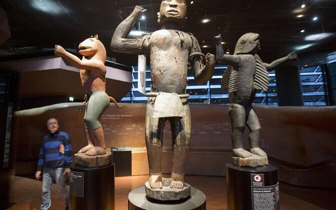 Вывезенные из королевских дворцов Абомея скульптуры.