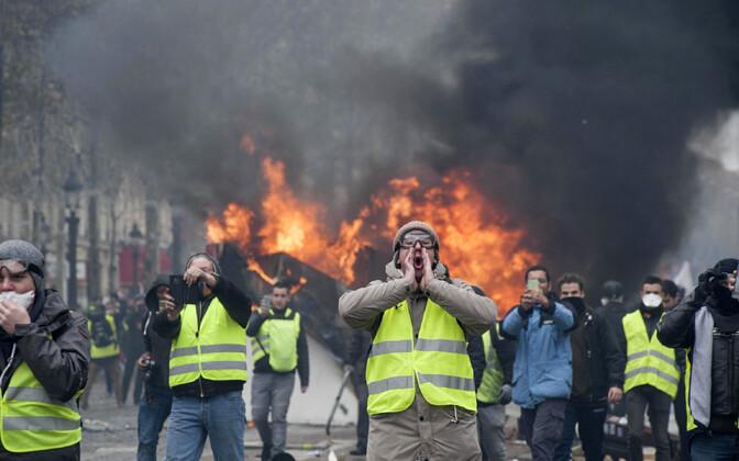 Протесты в Париже.