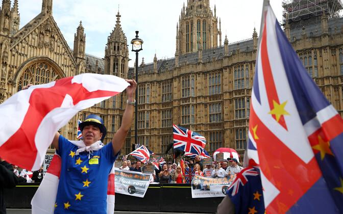 Brexiti pooldajad ja vastased septembris Londonis meelt avaldamas.