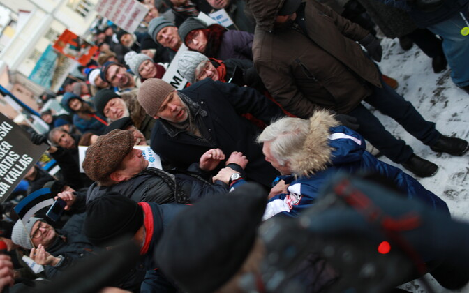 Indrek Tarand (lower part of photo facing left) during the scuffle involving EKRE supporters on Toompea on 26 November.