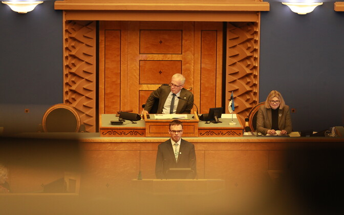 Minister of Foreign Affairs Sven Mikser (SDE) addressing the Riigikogu.