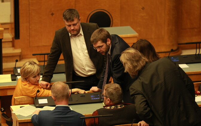Succeeded with their motion for a parliamentary declaration to end the government crisis: MPs of the Social Democratic Party.