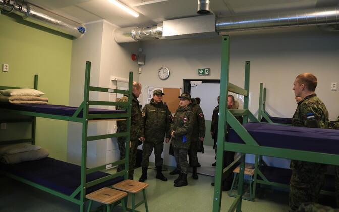 Vene relvastuskontrolli keskuse esindajad Tapal