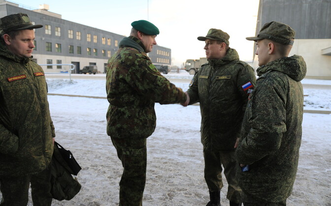Commander of the 1st Infantry Brigade Col. Vahur Karus led the Russian delegation around Tapa Army Base on Tuesday. 27 November 2018.