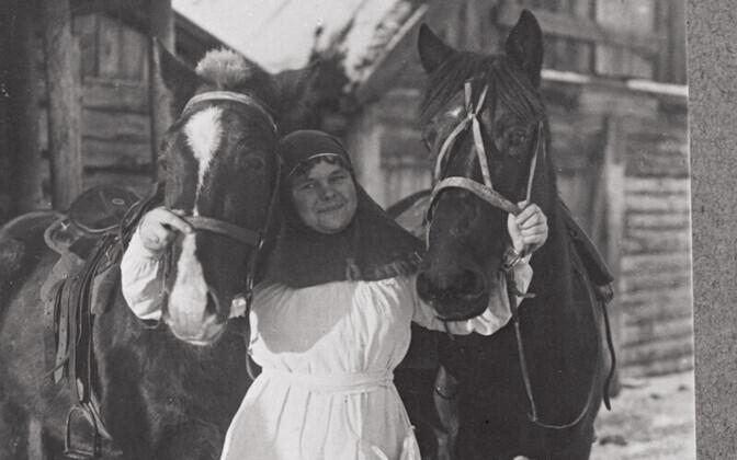 Tundmatu veterinaarvelsker hobustega
