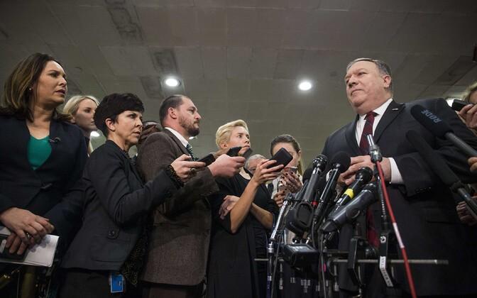 Mike Pompeo pärast kohtumisi USA senatis ajakirjanike ees.