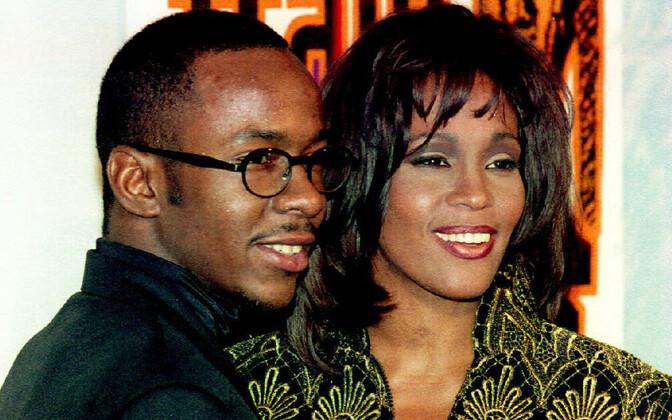 Bobby Brown (vasakul) ja Whitney Houston 1995. aastal