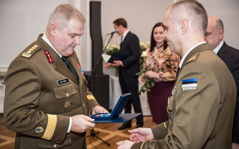 Commander of the Estonian Defence Forces Gen. Riho Terras accepting his Order of Merit, 1st Class on Wednesday. 28 November 2018.
