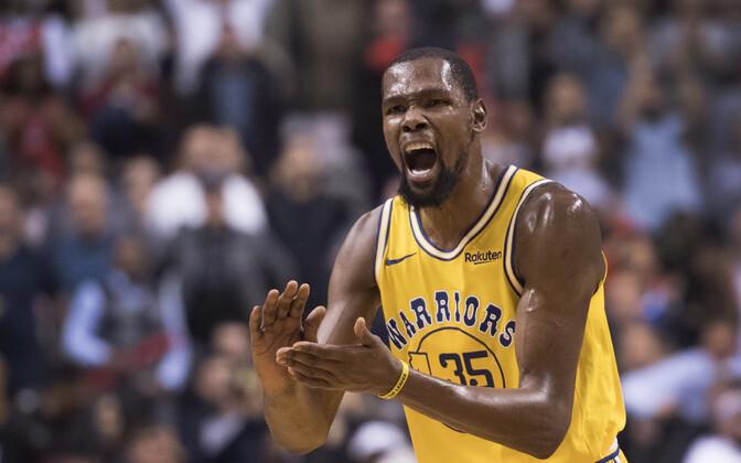 Kevin Durant on üks kaheksast mängijast nüüd, kes visanud NBA-s kolmes mängus järjest rohkem kui 44 punkti