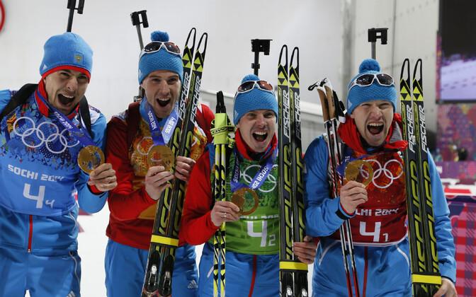 Šotsi taliolümpial võidutsenud Venemaa teatemeeskond. Dopingusüüdistuse saanud Jevgeni Ustjugov vasakul