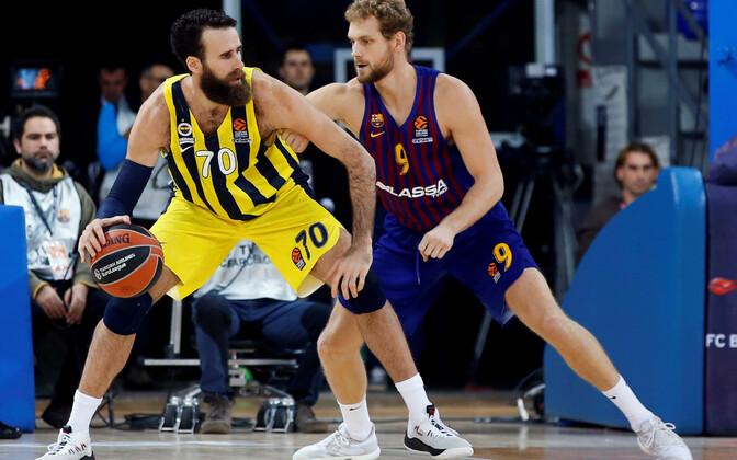 Luigi Datome (palliga, Fenerbahce) kohtumises Barcelona vastu