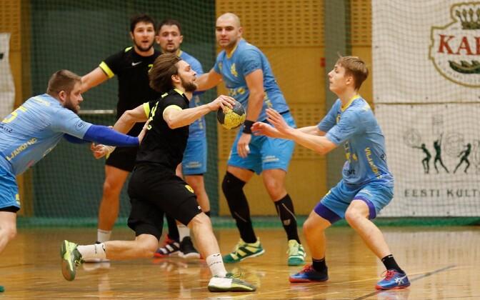 Uku-Tanel Laast (palliga) juhtis HC Tallinna vägesid oskuslikult ja viskas ise karikavõistluste poolfinaalis viis väravat