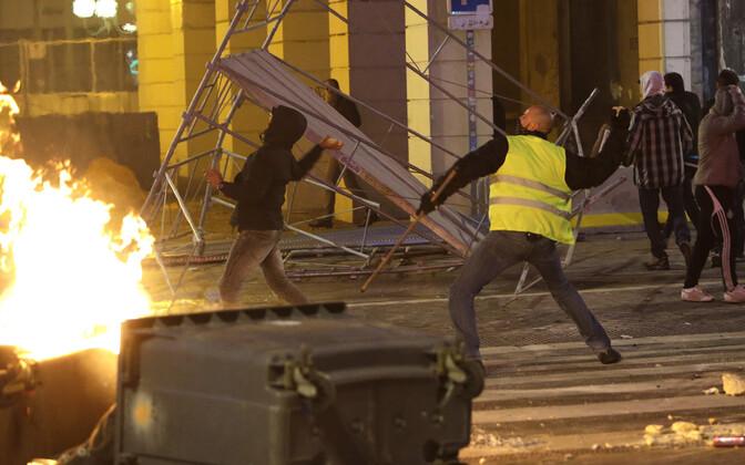 Meeleavaldused Prantsusmaal on läinud vägivaldseteks. Riigipea mõistis selle G20 kohtumisel hukka.