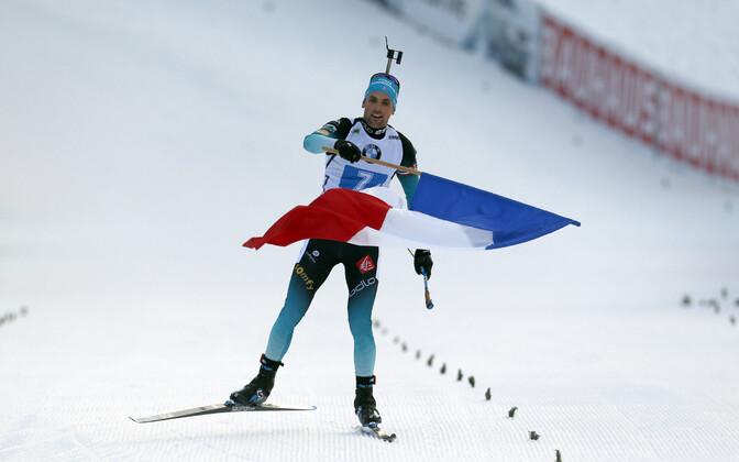 Француз Симон Дестье финишировал с флагом.