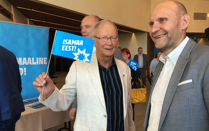Тунне Келам (слева) и председатель