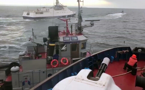 Russian ship ''Don'' ramming Ukrainian vessel ''Yany Kapu'' (foreground) in Kerch Strait on 25 November.