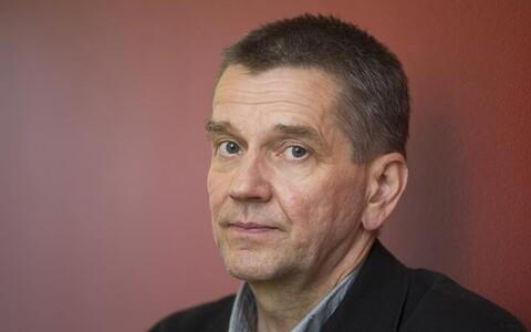 """Ilukirjanduse Finlandia auhinna sai tänavu Olli Jalonen romaaniga """"Taivaanpallo"""" ehk """"Taevakumm""""."""