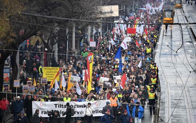 Protest tööseaduse vastu Budapestis.
