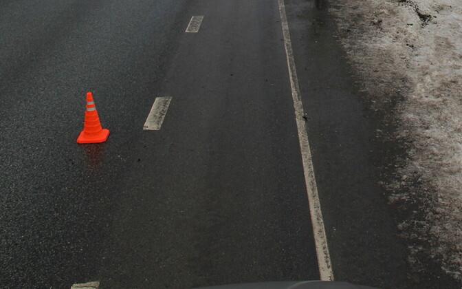 Ледяной дождь делает дороги скользкими.