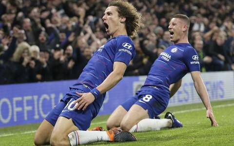 David Luiz (vasakul) tähistamas oma täpset tabamust