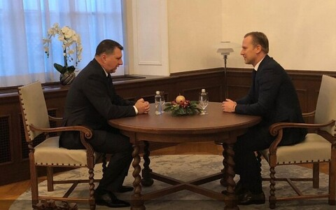 Президент Латвии Раймонд Вейонис (слева) и Алдис Гобземс.