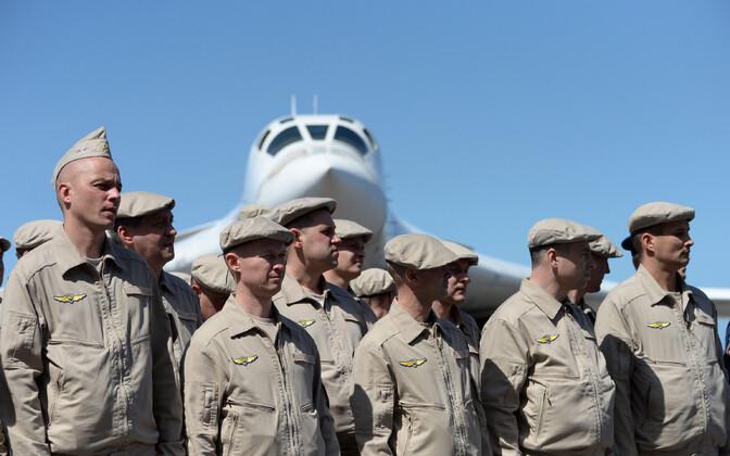 Vene õhuväelased Caracase lennuväljal.