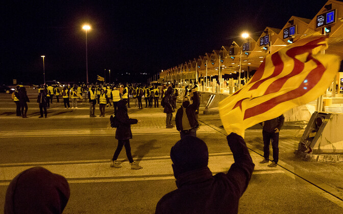 Kataloonia separatistid sulgesid meeleavaldusel AP-7 maantee ja avasid tollitõkked.