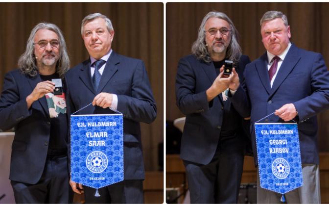 Elmar Saare eest võttis kuldmärgi vastu sugulane Erich Johanson (vasakul) ning Moskvas elava Georgi Rjabovi eest vennapoeg Raul Rjabov (paremal).