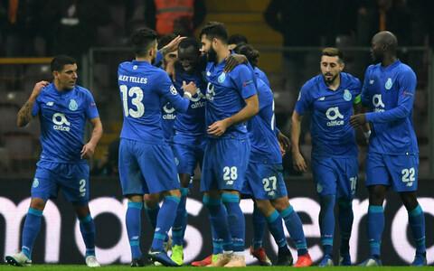 FC Porto mängijad väravat tähistamas.