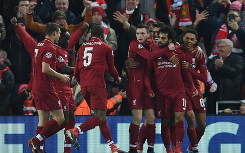 Liverpooli mängijad Mo Salahi väravat tähistamas.