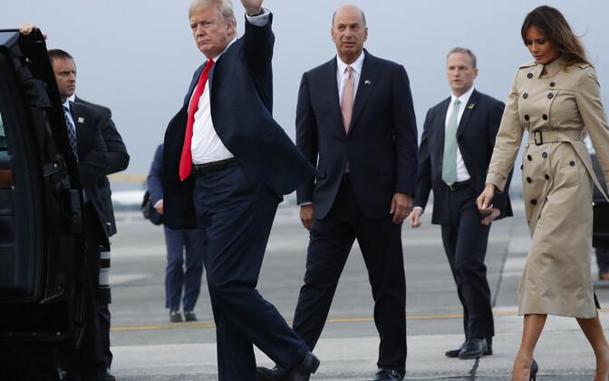 USA saadik Euroopa Liidu juures Gordon Sondland (Donald Trumpi selja taga).