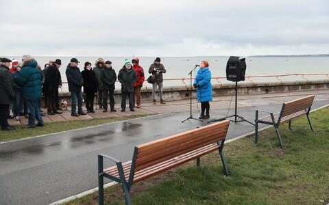 Pirital avati Richard Lauri mälestuspink.