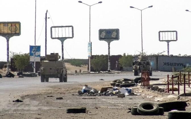 Jeemeni valitsusmeelsed jõud Hodeida äärelinnas.