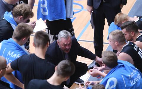 Priit Vene ja Tartu Ülikooli korvpallimeeskond.