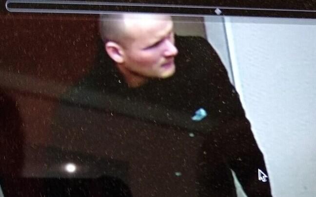 По данным полиции, именно этот мужчина вел себя непристойно.