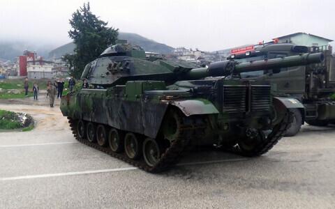 Турецкие танки на границе с Сирией в январе 2018 года.