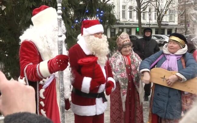 Näärivana ja jõuluvana Narvas.